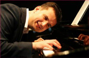 Meet the Players from Dueling Pianos International - matt-duelingpianos-performer-300x196